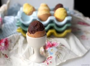Куличики из шоколада в яичной скорлупе.
